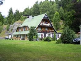 "Hotel & Restaurant "" Am Felsen "" , direkt  am Harzer- Hexen- Stieg gelegen."