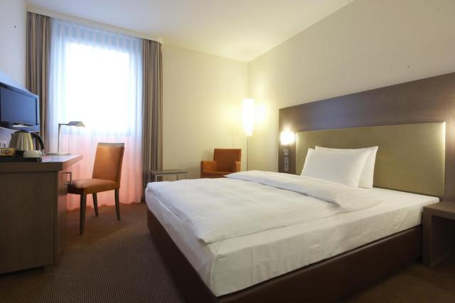 Intercityhotel Berlin Brandenburg Airport Tel 030 756575
